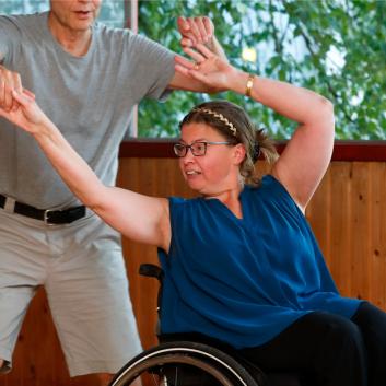 Pyörätuolitanssi kiinnostaa tanssilavoilla