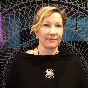 kuvassa Helena Skogstöm